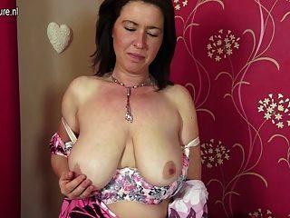 House wife saggy tits