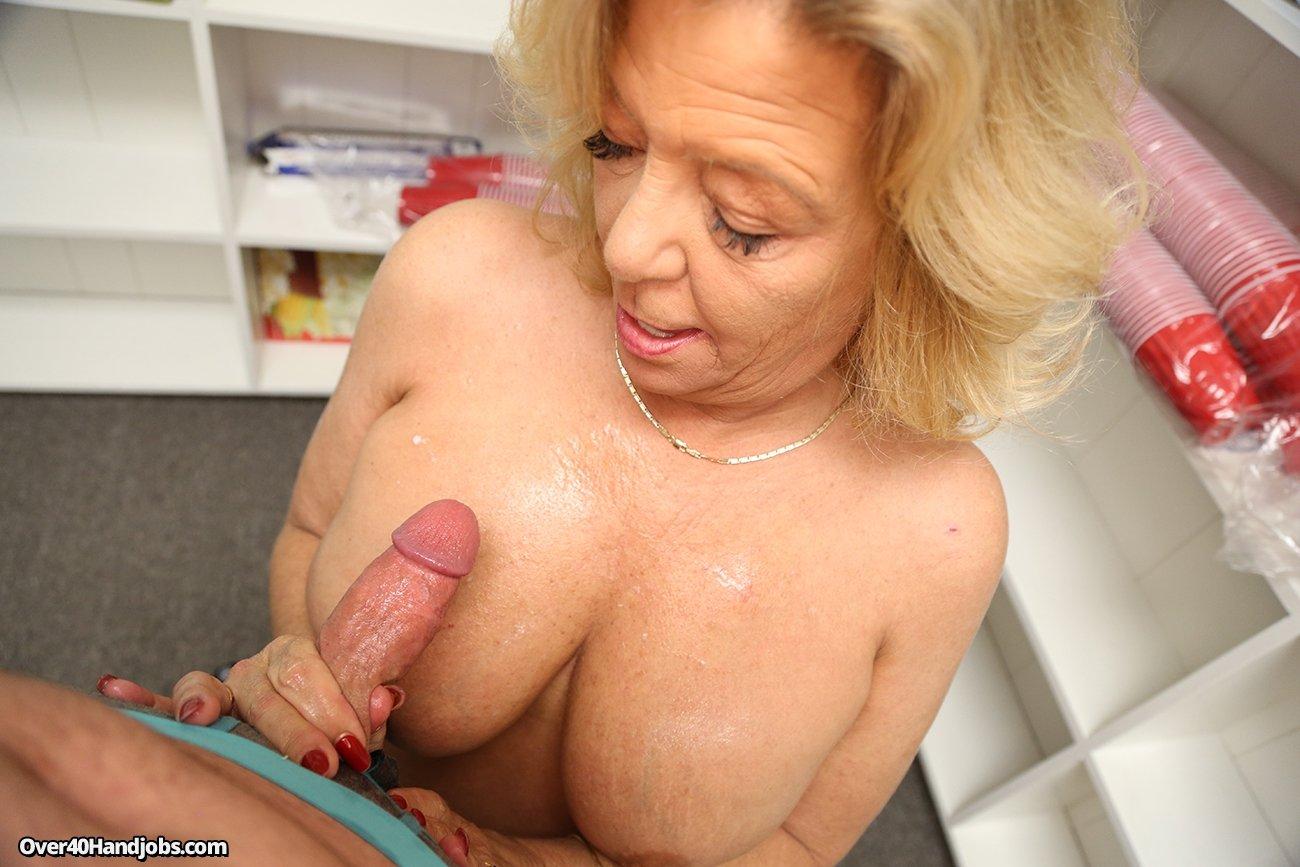 Big saggy tits handjob