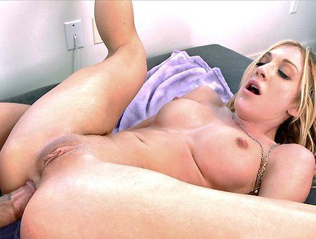 Anal makes blonde pussy squirt