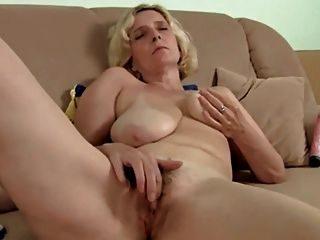 Sapphire reccomend big saggy tits handjob